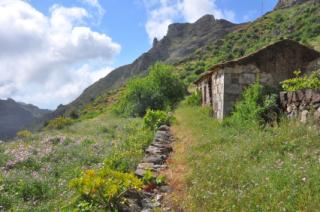 Grünge Hänge und Naturvielfalt machen La Gomera zum Paradies für Wanderer