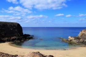 Geschützte Bucht auf Lanzarote - die Playa Papagayo